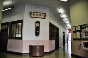 日本獣医生命科学大学本館玄関