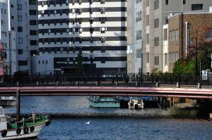 亀島川河口にある南高橋から高橋を眺める