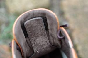 靴の中の鼻緒はこれで微調整する楽闊歩の靴