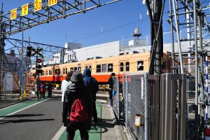 京成金町線を走る赤電塗装の3300形形成電車