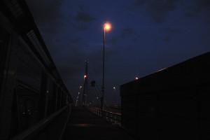階段を上って清砂大橋の上に出る