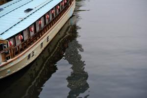 北十間川にゆらゆらと陰を映す東京スカイツリーを源森橋から見る