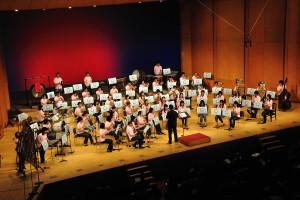 OMENS OF LOVE、楽器の編成でなく指揮者の立ち位置も違う・・・軽快な曲・・・写真では伝わらないところ