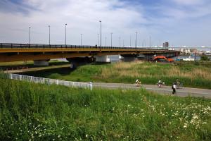 荒川に架かる京葉道路の下流側は新小松川橋