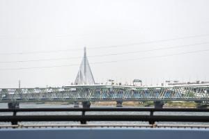 総武線荒川鉄橋、蔵前橋通りの平井大橋の向うにかつしかハープ橋、さらに向うには黄色い橋も見える