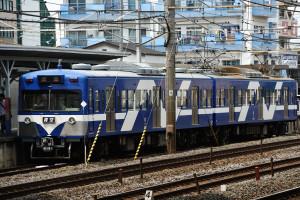 元西武801形現総武流山電鉄2000形青空を馬橋駅で撮る
