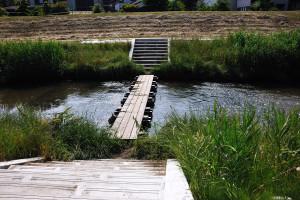 根木名川の所々にある歩行者用の橋