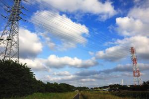 取香川から根木名川沿いに進むと国道408号線空港通りが見えてくる