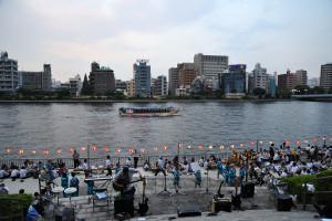 箱崎町のビール祭りでコンガをセッティングした様子