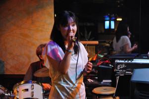 歌姫CHIKAさんはライブのときと違ってリラックスしているようだ