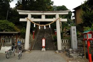織姫神社一の鳥居の下には229段の石段があることが書かれている