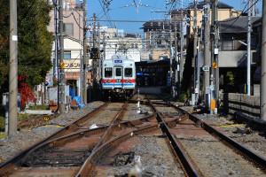 柴又駅から南に2つの踏切から1つ先の踏切を通る京成電車