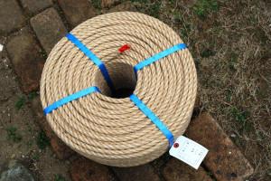 直径10mm長さ200mの麻ロープは14kgもある