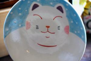 膨よかな猫の絵皿