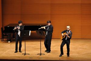 フルートとギターのトリオ:Three Duets Op.75-4(モーツアルト)、SPAIN(CHICK COREA)
