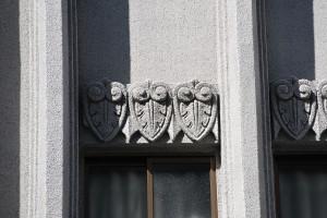 江戸屋2階の窓の装飾