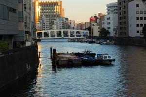 豊海橋の向うは隅田川