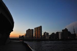 夕陽に染まる新大橋
