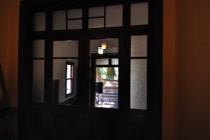 玄関ホールから玄関