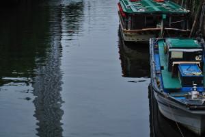 枕橋から水面に映る夕暮れのスカイツリー