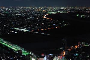 江戸川を渡る京成電車
