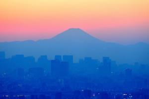 夕日に浮かぶ富士