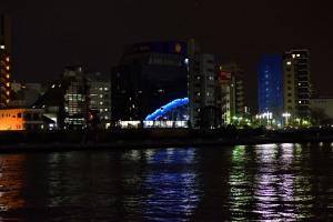 ハラリバーサイドビルに映る永代橋