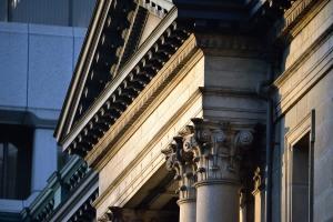 夕陽が当たる日本銀行その二