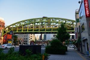 夕陽の中の昌平橋あたり