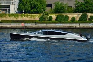 リムジンボート1