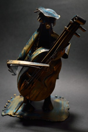 Tinplate cellist