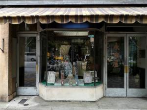 Eirakuya shirt store